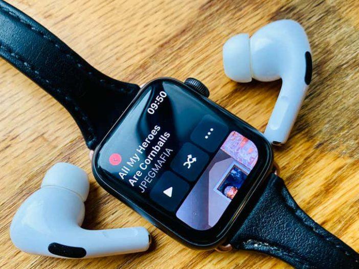 Hoe u op elke smartwatch naar uw muziek kunt luisteren